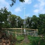 Pouzdřany_klimatická-stanice-a-solární-panel_b